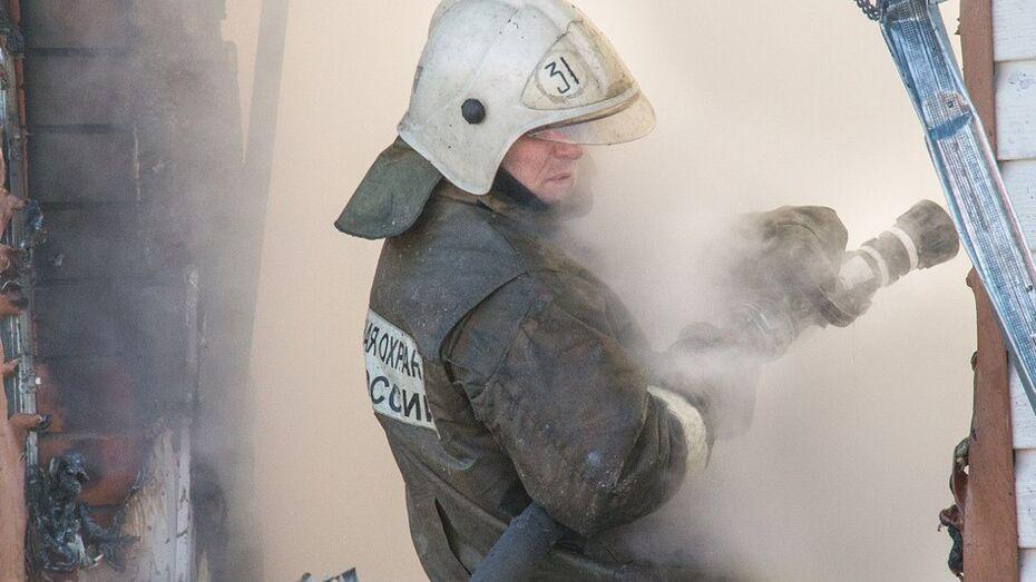 В Россошанском районе соседи спасли семью переселенцев с Украины от пожара