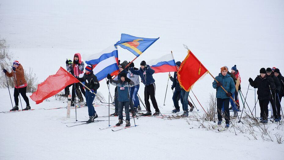 Острогожские школьники на лыжах прошли несколько километров дорогами воинов-освободителей