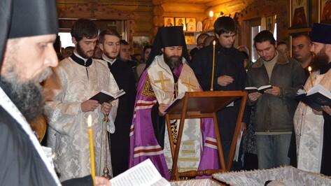 В Белогорском монастыре Подгоренского района перезахоронили останки последнего в 20 веке настоятеля