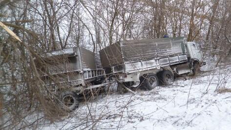В Воронежской области «КАМАЗ» упал с моста