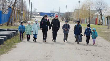 «Мама, я устала». Почему дети из воронежского хутора вынуждены ходить в школу за километры
