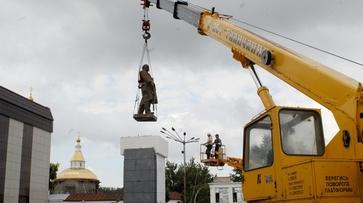 В Калаче перенесли памятник Ленину