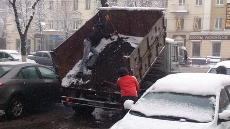 Мэрия прокомментировала фото укладки асфальта в лужу в центре Воронежа