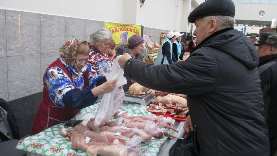 Павловские аграрии и артисты приняли участие в воронежской ярмарке
