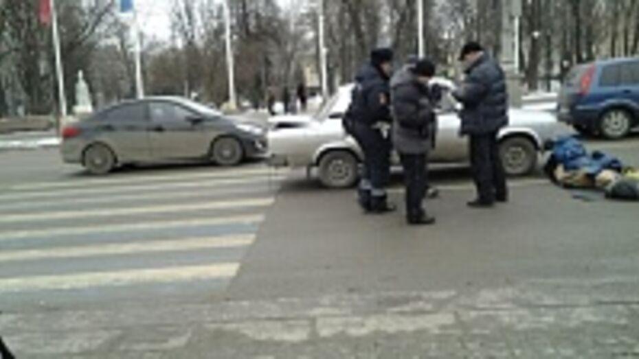 В Воронеже полицейский на площади Ленина сбил пенсионерку