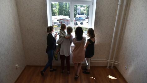 Воронежцам объяснили причину задержки выплат на детей от 3 до 7 лет