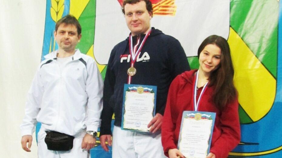 Бобровские каратисты завоевали серебро и две бронзы на двух чемпионатах