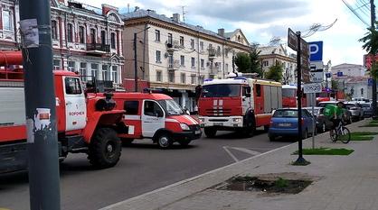 Пожарные машины заполонили проспект Революции в Воронеже из-за ложного вызова