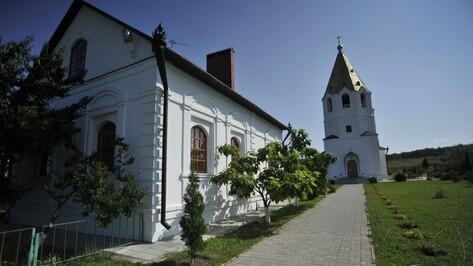 Путешествие с РИА «Воронеж»: Семилукский дольмен и чудодейственный родник