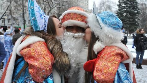Дед-барабанщик и Мороз из Конго. 7 ярких персонажей новогоднего парада в Воронеже