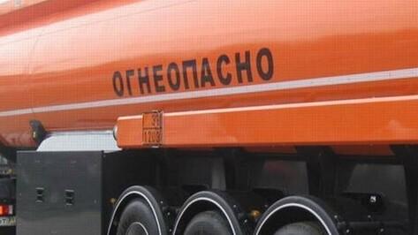 Под Воронежем бетономешалка врезалась в бензовоз, водителя вырезали из кабины спасатели
