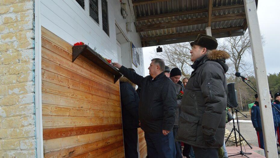 В Рамонском районе открыли мемориальную доску погибшему в Чечне милиционеру