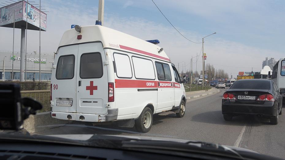 Водитель Renault Megan сбил 2 девочек на электросамокате в Воронеже