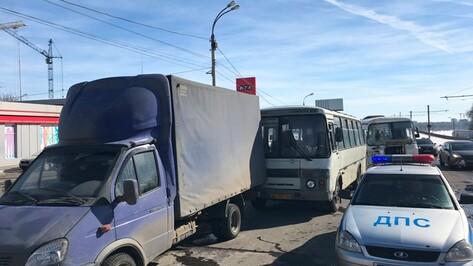 Число пострадавших в тройном ДТП с маршрутками в Воронеже выросло до 10