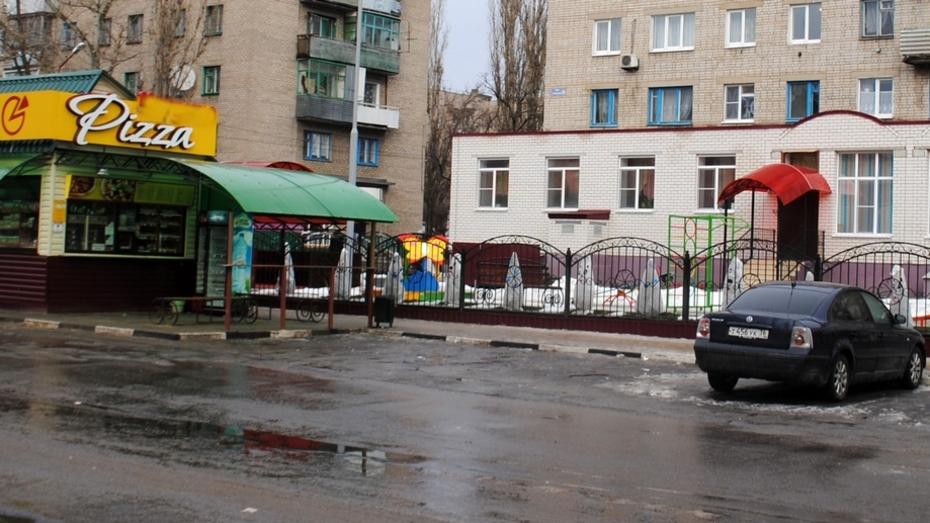 В Лисках возле детского сада торговали спиртным