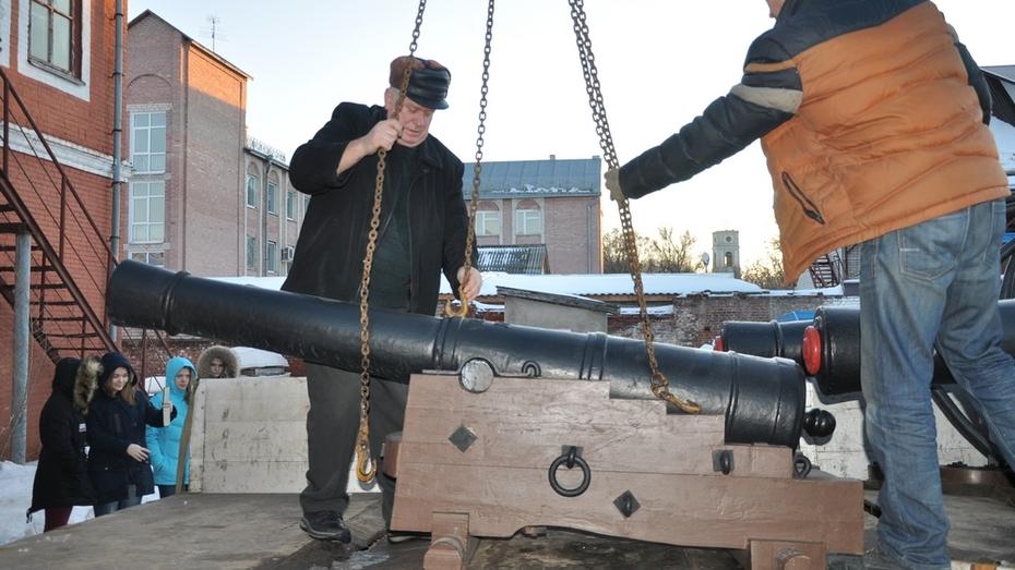 Четыре пушки с Адмиралтейской площади Воронежа переехали в Павловск