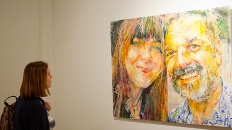 В воронежской галерее «Х.Л.А.М.» открылась выставка портретов счастливых воронежцев
