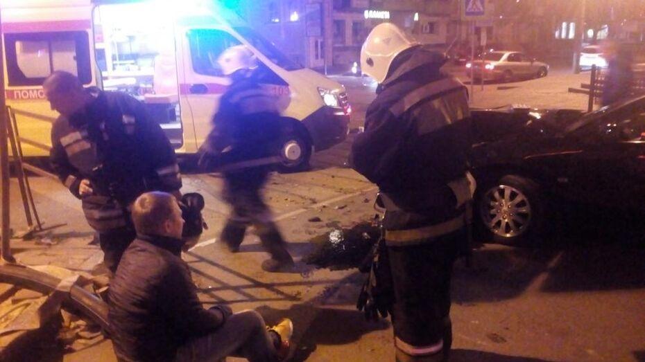 Видео: Mitsubishi врезался в Hyundai в Воронеже