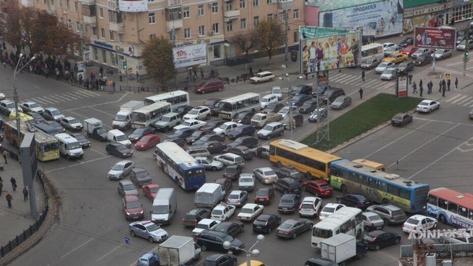 Владимир Верзилин: проблему пробок у железнодорожного вокзала и Кольцовского сквера решим в ближайшие месяцы