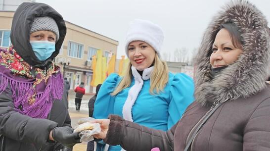 Более 1 тыс блинов раздали на Масленицу в Таловой