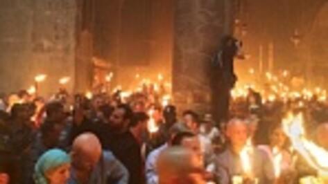 Воронежцы наблюдали за схождением Благодатного огня в Иерусалиме (ВИДЕО)