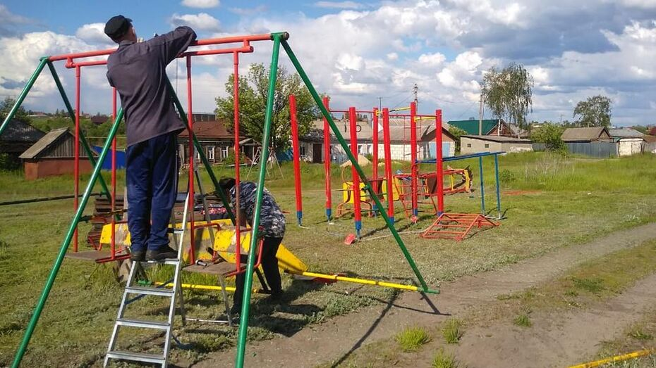 В борисоглебском селе Чигорак жители сделали детскую площадку