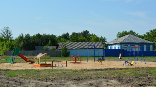 В петропавловском хуторе Замостье впервые сделали детскую площадку