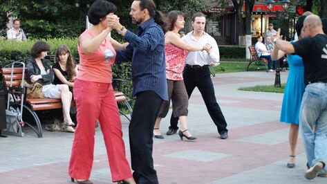 Завтра в центре Воронежа откроют сезон танго под открытым небом