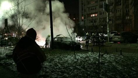 Кроссовер Audi сгорел на улице Ломоносова в Воронеже