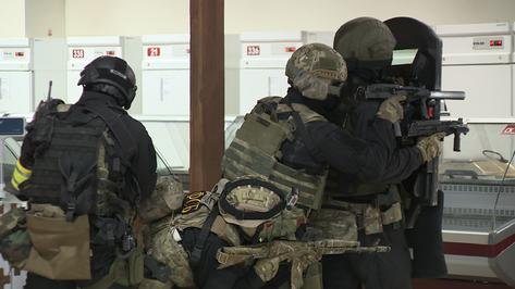Силовики провели учение по пресечению теракта на воронежском Центральном рынке