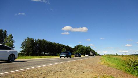 На выезде из Воронежа в сторону Рамони образовалась километровая пробка