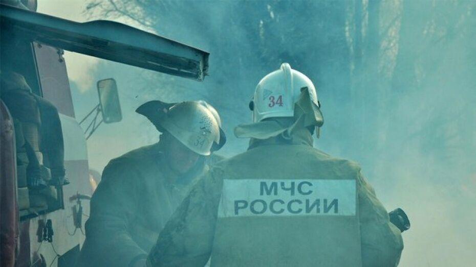 Под Воронежем мужчина и женщина пострадали при пожаре