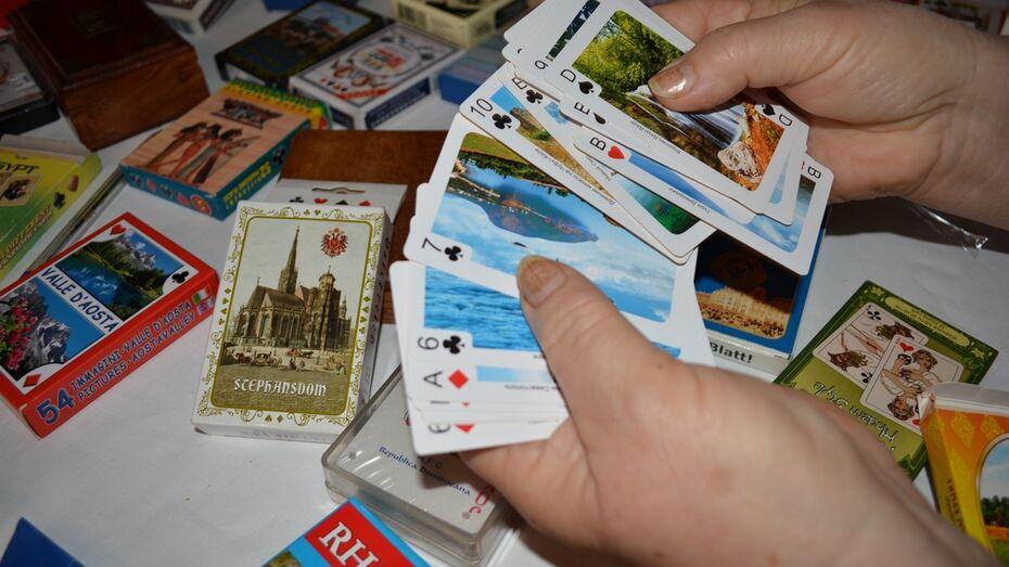 Жительница Нижнедевицка собрала коллекцию сувенирных карт