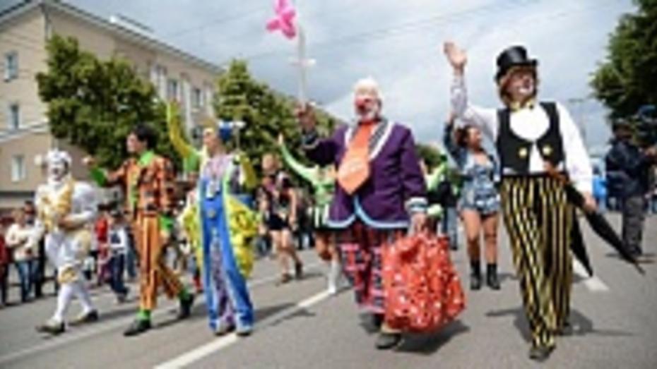 Мэрия пригласила воронежцев поучаствовать в костюмированном шествии на День города