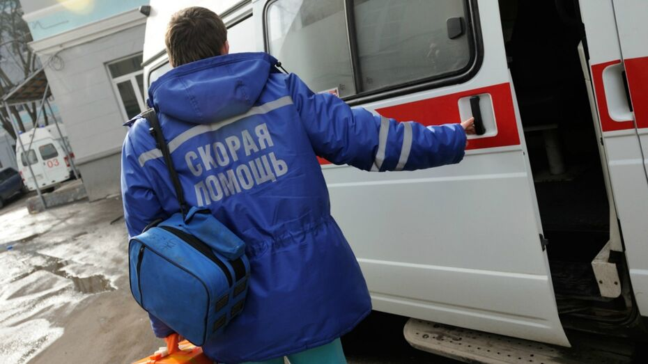 В Воронежской области столкнулись 2 легковушки и «КАМАЗ»: погиб мужчина