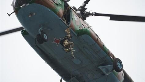 Бойцы воронежского СОБРа и росгвардейцы обучились десантироваться без парашютов