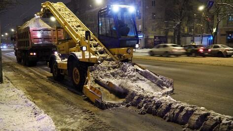 Коммунальщики вывезли 7,4 тыс кубометров снега с воронежских дорог в ночь на 5 марта