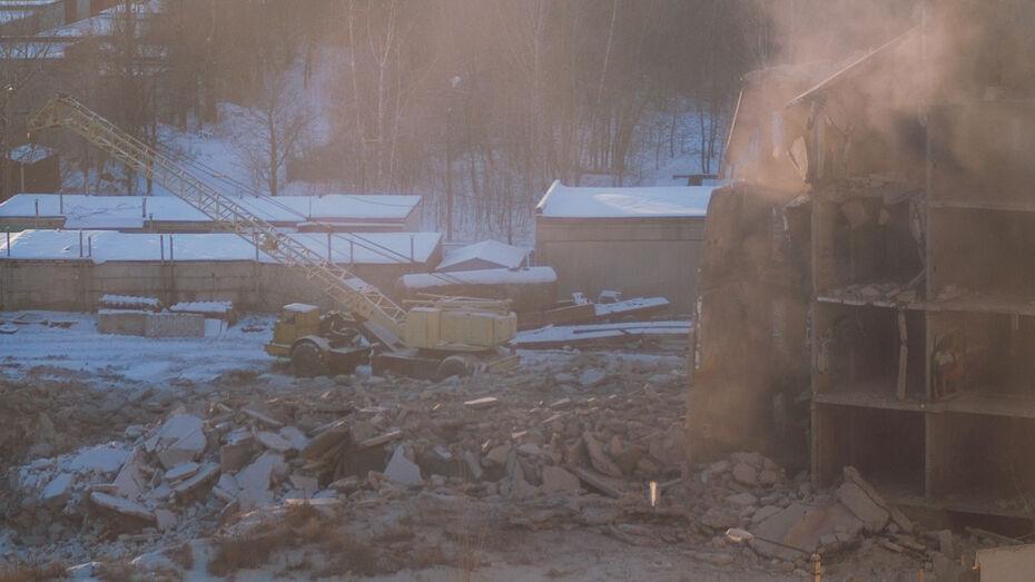 В Воронеже снесли недостроенную многоэтажку на улице Ломоносова (ВИДЕО)