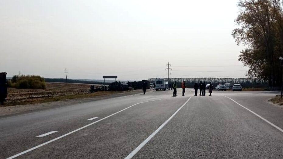 Трое погибли в ДТП с легковушкой и КамАЗом в Воронежской области
