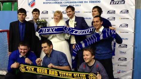 В Липецк на матч «Бурана» приехала воронежская свадьба