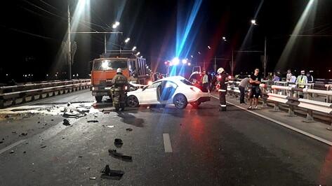 В Воронеже 18-летняя девушка погибла в ночном ДТП на Чернавском мосту