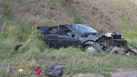 В Острогожском районе ВАЗ-2110 несколько раз перевернулся на повороте