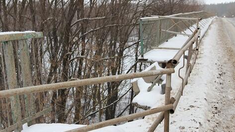 Аварийный мост в Новохоперском районе восемь лет ждет ремонта