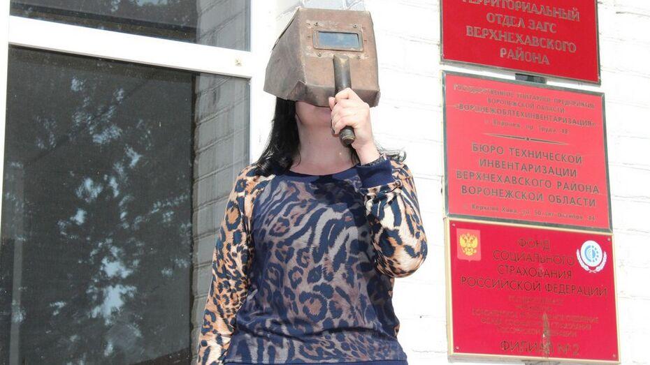 Верхнехавцы понаблюдали за солнечным затмением через сварочную маску