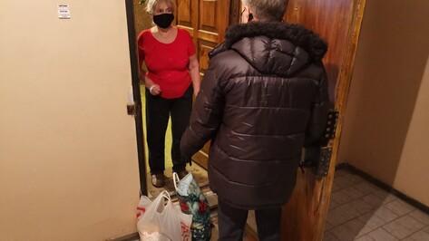 Депутат Госдумы Евгений Ревенко развез продукты пожилым воронежцам