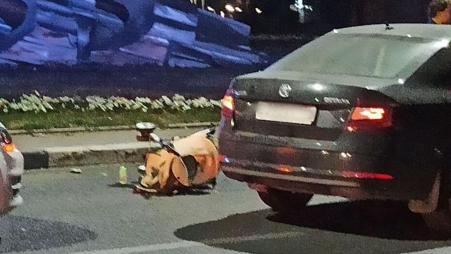 В Воронеже на кольце у «самолета» сбили женщину с коляской