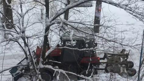 В Воронеже расчистили двор после инцидента с завязшей в снегу машиной «скорой»