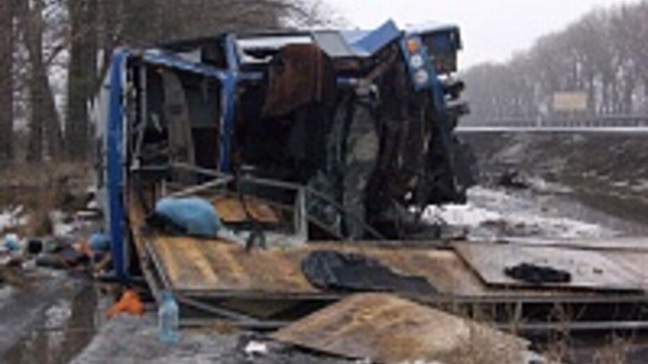 В ДТП с автобусом под Воронежем были ранены трое жителей Ставрополья