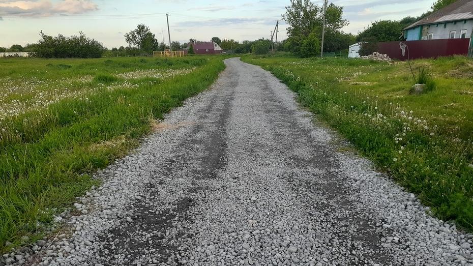 В хохольском селе Яблочное отремонтировали дорогу в 3 переулках