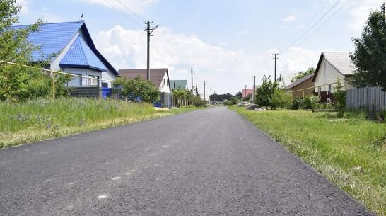 В лискинском селе Высокое заасфальтировали дорогу на двух улицах